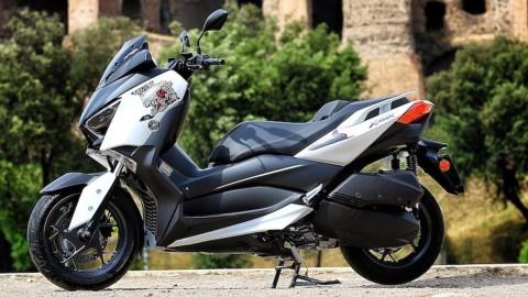Yamaha XMAX 300 Roma Edition untuk Hormati Para Dokter