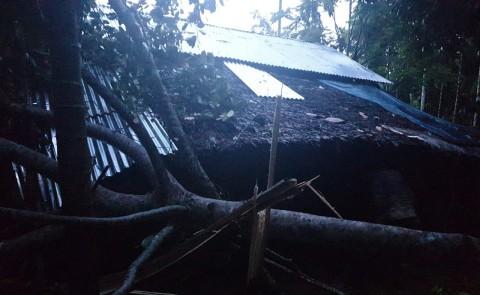 Belasan Rumah di Aceh Diterjang Angin Puting Beliung