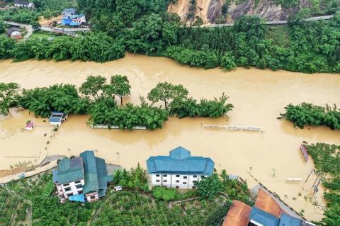 Banjir Bandang Terjang Tiongkok, Puluhan Orang Tewas