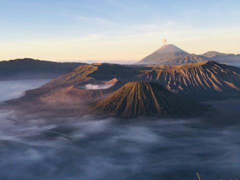 Suku Tengger Tetap Gelar Ritual Tahunan di Gunung Bromo
