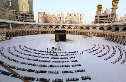 Arab Saudi Pertimbangkan Kurangi Kuota Haji karena Covid-19