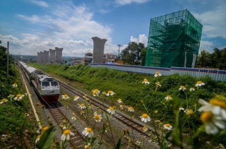 Kereta Jarak Jauh Mulai Beroperasi