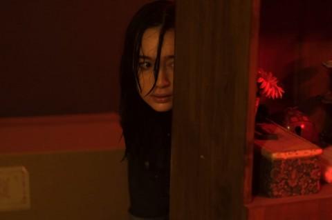 Peran Tatjana Saphira dalam Film Perempuan Bergaun Merah