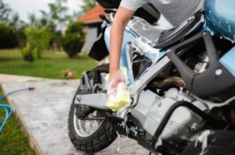 Perhatikan Bagian Sensitif Air saat Mencuci Sepeda Motor