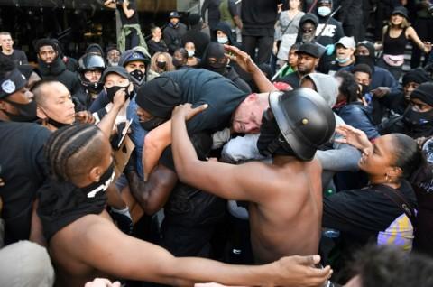 Polisi Tangkap 100 Orang dalam Demo Sayap Kanan di London