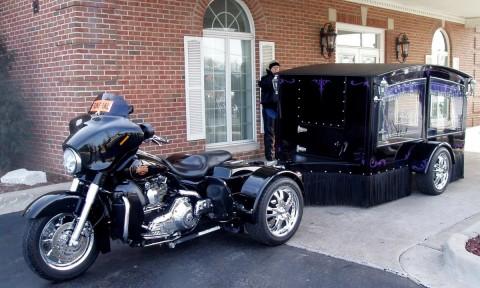 Gaya Unik Kendaraan Jenazah Menggunakan Harley-Davidson