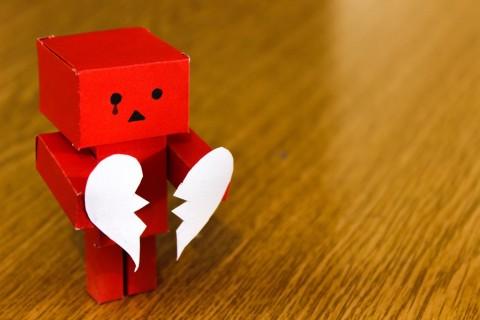 Empat Tanda Seseorang Adiksi Cinta