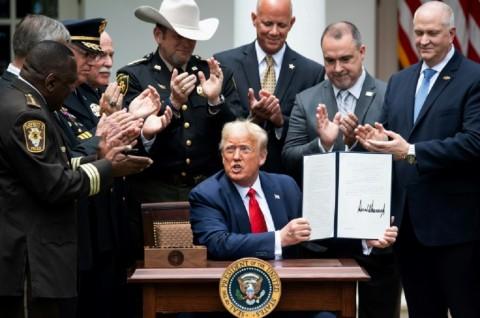 Trump Tandatangani Perintah Eksekutif Reformasi Kepolisian