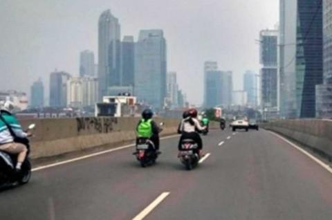 10 Trik Aman Mengendarai Sepeda Motor Dalam Kota