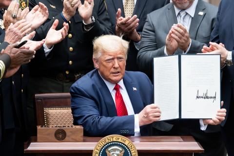 Trump Teken Surat Perintah Reformasi Kepolisian
