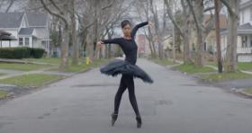Penari Aesha Ash Melawan Stereotip Kulit Berwarna dengan Balet