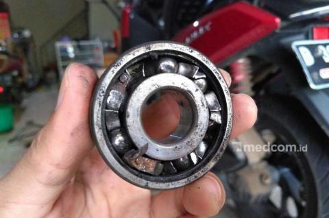 Cara Mudah Mengecek Laher Roda Motor Sudah Apkir