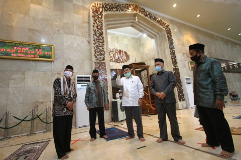Jusuf Kalla Tinjau Protokol Kesehatan di Masjid Banjarmasin
