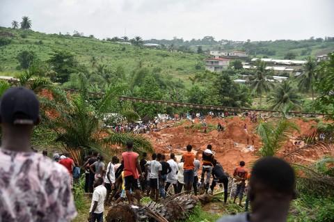 13 Orang Tewas Tertimbun Longsor di Pantai Gading