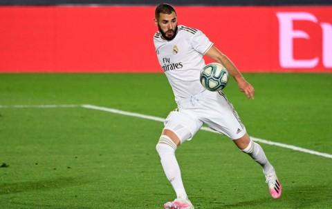 Cetak Dua Gol, Benzema Lampaui Rekor Legenda Madrid