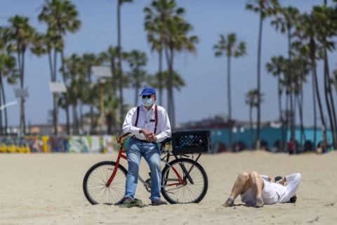 California Baru Wajibkan Warga Kenakan Masker di Tengah Pandemi