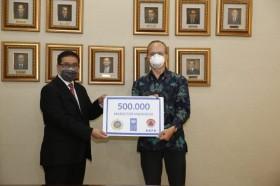 UNDP Serahkan 500 Ribu Masker untuk Tenaga Medis Indonesia