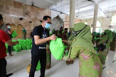 Bos Persiba Bagikan 25 Ton Beras dan 100 Paket Sembako untuk Warga Bali