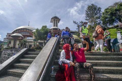 Masjid Atta'awun Ramai Dikunjungi Wisatawan