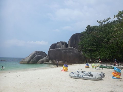 Kawasan Wisata di Belitung Disterilkan sebelum Dibuka Kembali