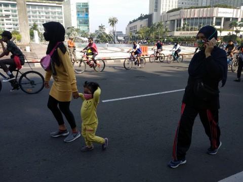 Orang Tua Masih Membawa Anak Kecil di CFD