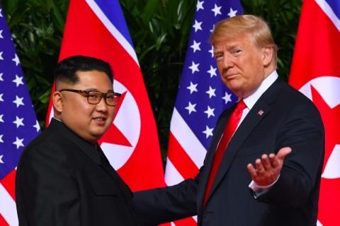 Kim Jong-un Tertawakan Donald Trump