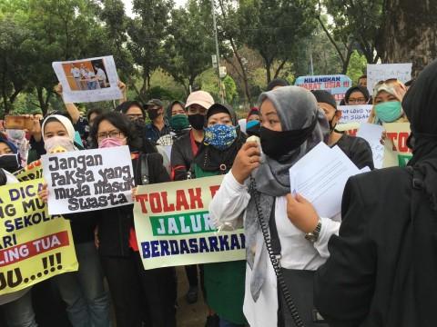 Orang Tua Demo Tolak PPDB DKI Gunakan Kriteria Usia