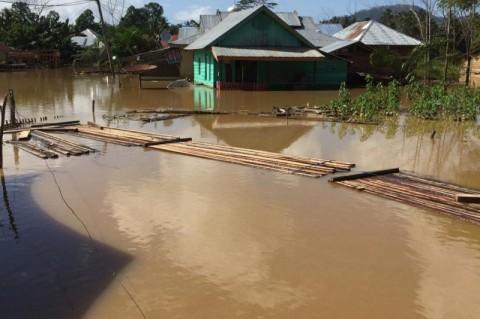 Banjir Isolasi Tiga Desa di Konawe Utara