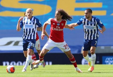 Gelandang Arsenal Lolos dari Sanksi FA Usai Terlihat Mencekik Pemain Brighton