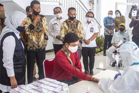 Ratusan Buruh di Karawang Jalani Rapid Test