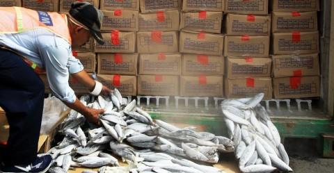 Aktivitas Pelelangan Ikan di Cilacap Sepi