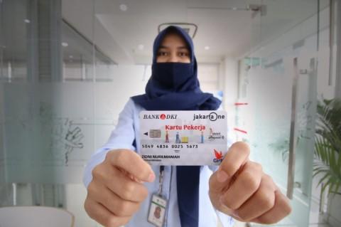 59 Karyawan Food Station Terima Kartu Pekerja Jakarta
