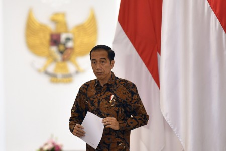 Jokowi Soroti Tingginya Penderita Covid-19 di Surabaya