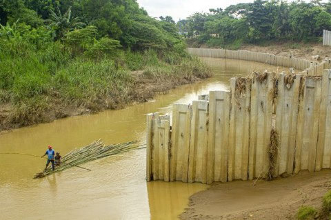 Langgar Tata Ruang, Turap Waterpark Dwisari Bekasi Dibongkar