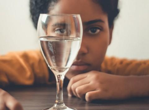 Kaitan Dehidrasi dengan Gangguan Kecemasan saat New Normal