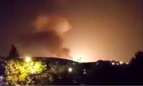 Ledakan Besar Terlihat di Dekat Pangkalan Militer Iran