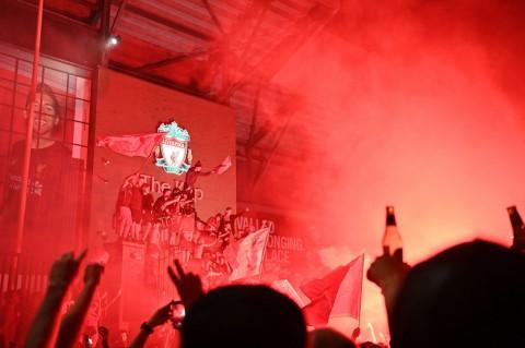 Liverpool Juara, Gary Neville Menghilang