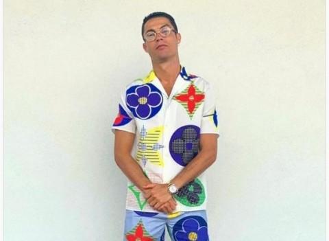 Kenakan Pakaian Mahal, Ronaldo Malah Diolok-olok