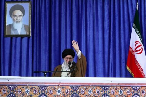Khamenei Bertekad Lindungi Ekonomi Iran di Tengah Pandemi