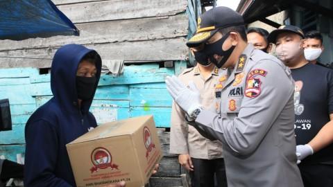 Polri Bagikan Paket Sembako di HUT ke-74 Bhayangkara