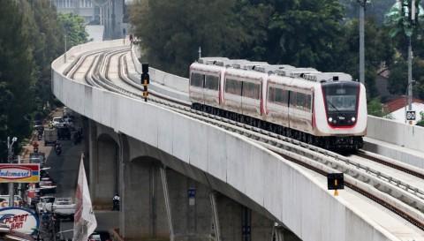 Tak Ada Lonjakan Penumpang LRT di Akhir Pekan