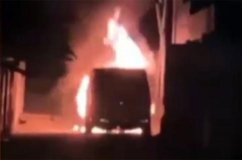 Mobil Mewah Via Vallen Diduga Dibakar Orang tak Dikenal