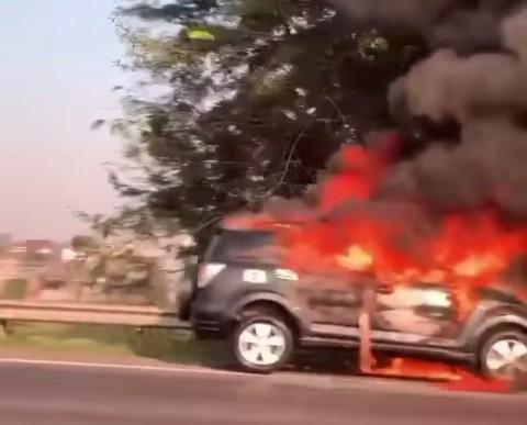 Mobil SUV Terbakar di Tol JORR