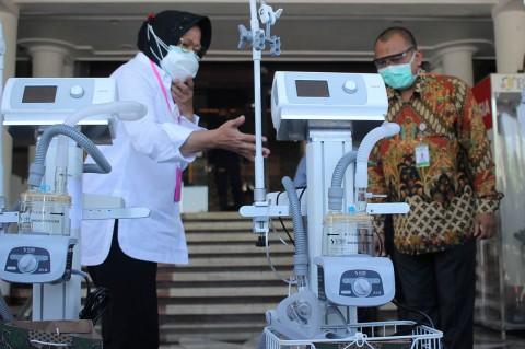Pemkot Surabaya Beri Bantuan 9 Ventilator untuk RS Nonrujukan