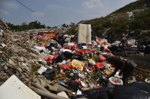 Sampah Domestik di TPA Sumur Batu Tercampur Sampah Medis