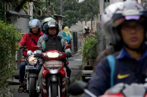 Begini Trik Berkendara Sepeda Motor di Jalan Sempit