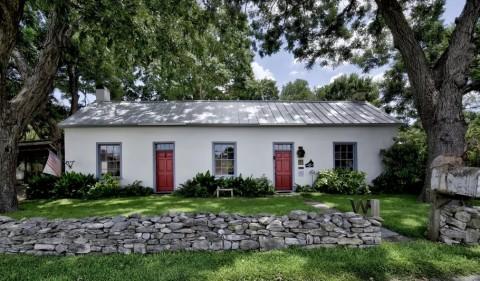 Rumah Bersejarah Berusia Ratusan Tahun Ini Dijual