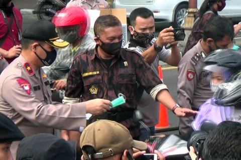 Puluhan Ribu Masker Dibagikan ke Masyarakat Sidoarjo