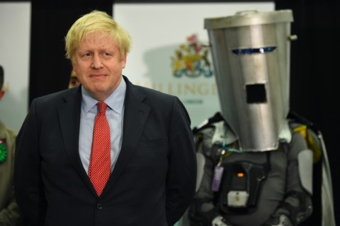 Abaikan Imbauan Perjalanan, Ayah PM Inggris ke Yunani