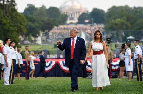 Covid-19 Melonjak, Trump Tetap Gelar Acara di Gedung Putih